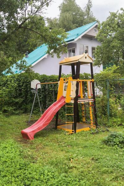 Детский спортивный комплекс для дачи ROMANA Избушка (качели пластиковые)_3